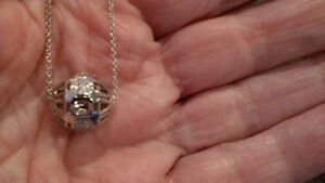 Diamond and 18k white gold necklace and pendant