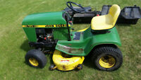 John Deer 111 Lawn Tractor