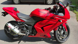 MOVING - 2009 Kawasaki Ninja EX250 - Take A Look!