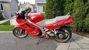 Honda VRF750 en très bon état