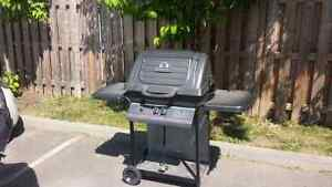 Barbecue servi 2 ans