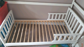 Toddler bed - white wooden