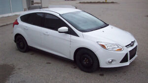 2012 FORD FOCUS SE **4 CYLINDER**AUTOMATIC*LOW KM*/SAFETY +ETEST