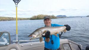 guide de pêche sur le memphrémagog 109.99/pecheur/groupe de 4
