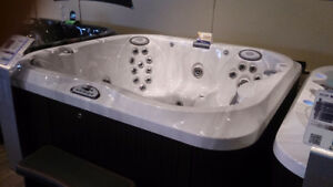 Jacuzzi Hot Tubs Whitby 2018 FLOOR MODEL CLEARANCE EVENT J-355