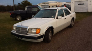 Mercedes 1992 ($6000 obo) in great condition for sale.