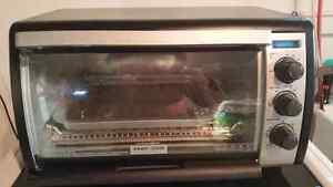 Black & Decker Countertop Toaster Oven (like-new).
