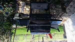 For Sale Broil King Natural Gas Barbecue