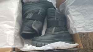 Brand new sketchers toddler boys size 7 winter boots