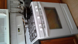 Super clean great working frigidair gas stove $400