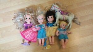 4 poupées Disney et cheval