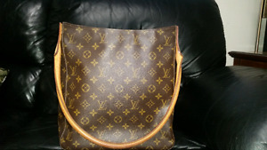 Vintage AUTHENTIC Louis Vuitton bag (PENDING)