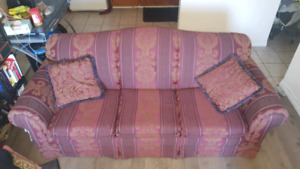 Pull Out Couch / Double Bed