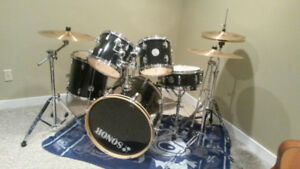 Great quality black Sonor drums!