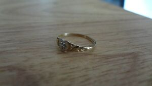 Cute and Tiny 10K Gold Ring! Size 4 Sarnia Sarnia Area image 3