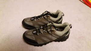 Hiking Shoes Men's Size 9