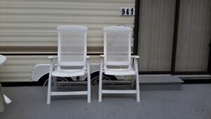 Chaises à  dossier haut en résine blanc