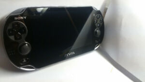 PS VITA 4GB LIKE NEW NEUF 2 Games+Charger