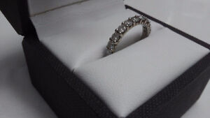 Gorgeous 18 karat platinum 10 stone diamond wedding band