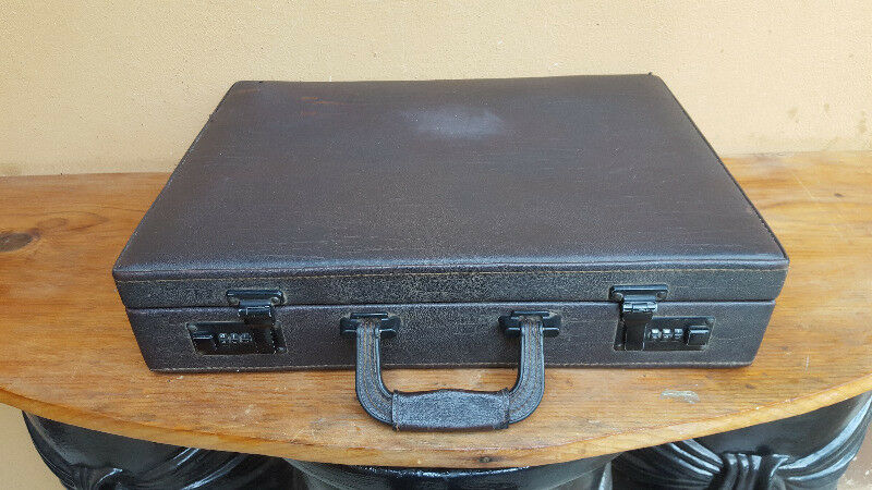 Lovely old dark brown brief case.