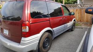 2003 Pontiac Montana Sports Minivan, Van