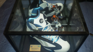 Shaquille O'Neil signed & authenticated size 22 shoe