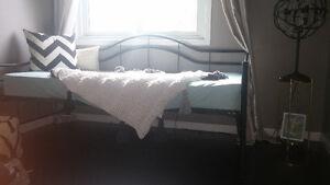 Twin metal daybed Kitchener / Waterloo Kitchener Area image 1