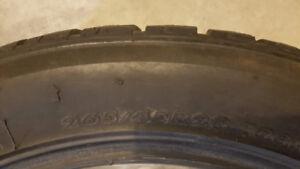 4 pneus hivers 265/40R20 en très bonne condition. Aubaine!