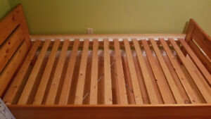 Single wood bed frame with mattress