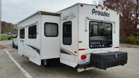 2004 30' PROWLER LARGE SLIDE OUT! LITE 5500 LB ALUMINUM FRAME