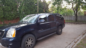 GMC Yukon XL SUV 8 passenger excellent shape