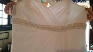 Davids Bridal Wedding Dress Sz16