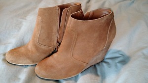 Brown suede platform ankle boots - size 10