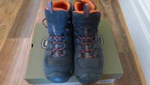 2409d1f0dc82 Keen Boots - Size 10.5 US br   br  Gypsum II - MID WP - India Ink  47 Burnt  Ochre br   br  Never worn - purchased wrong size - New in  Box br   br  Strictly ...