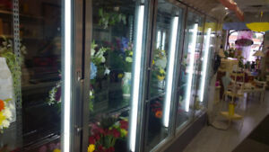 17' L x 9' W x 8' H  ........ WALK-IN COOLER FOR SALE