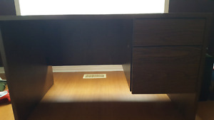Wood desk 8/10 condition