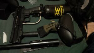 bt4 combat paintball gun 20 oz co2 tank and an apex barrell Kitchener / Waterloo Kitchener Area image 1