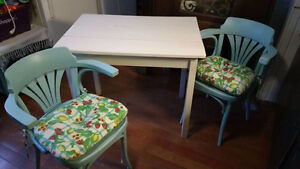 Breakfast for two?  Cute Kitchen set East Coast Vibe 3pc