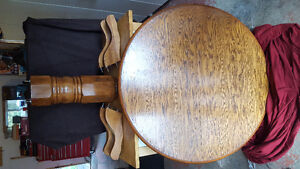 Colonial pedestal table, 5 chairs.