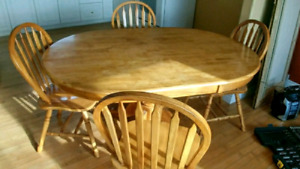 Beautiful Solid wood pedestal table