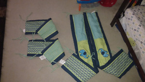 Reversible crib bumper