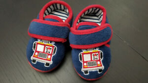 Toddler slippers size 5-6