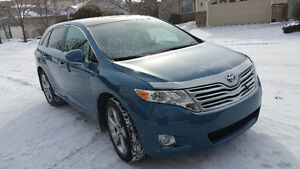 VERY LOW KM 2010 Toyota Venza SUV, Crossover