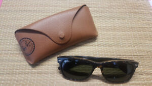 Excellent Condition (99% New) Ray-Ban NEW WAYFARER(RB2132)