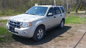 2008 FORD ESCAPE  XLT SUV, LOOKS AND RUNS GREAT