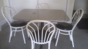 Penticton Table and Chairs