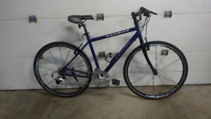 Vélo Hybride VELOMANE BADBOY