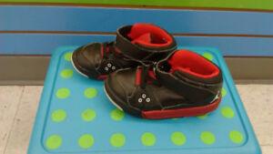(202A) Boy's Sneakers JORDAN Size 9