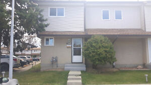3 Bedroom Spacious 2.5 bathrooms 3 levels finished bsmt