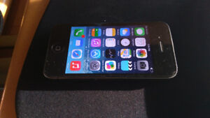 iPhone 4 32GB Unlocked/ Debarre/Condition: Good Used, comes wi